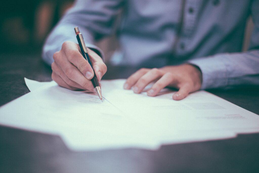 Biuro Rachunkowe JM TAX z Oleśnicy posiada w swojej ofercie kompleksową i profesjonalną pomoc w zakresie usługi takie jak podatkowe księgi przychodów i rozchodów. Bieżące ewidencjonowanie operacji gospodarczych, sprawdzanie dokumentów pod względem formalnym i rachunkowym, prowadzenie ewidencji majątku trwałego oraz wyposażenia, sporządzanie miesięcznych deklaracji na podatek dochodowy PIT oraz deklaracji od towarów i usług VAT. Sporządzanie rocznych rozliczeń podatkowych